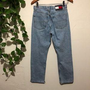 Vintage Tommy Hilfiger Light Wash Jeans 7/28 Short